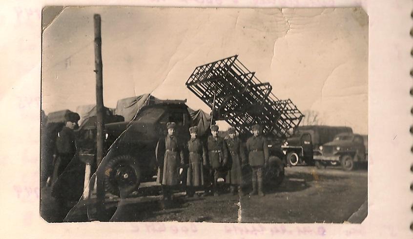 Заместитель командующего артиллерией красной армии и командующий артиллерией фронта с группой офицеров штаба